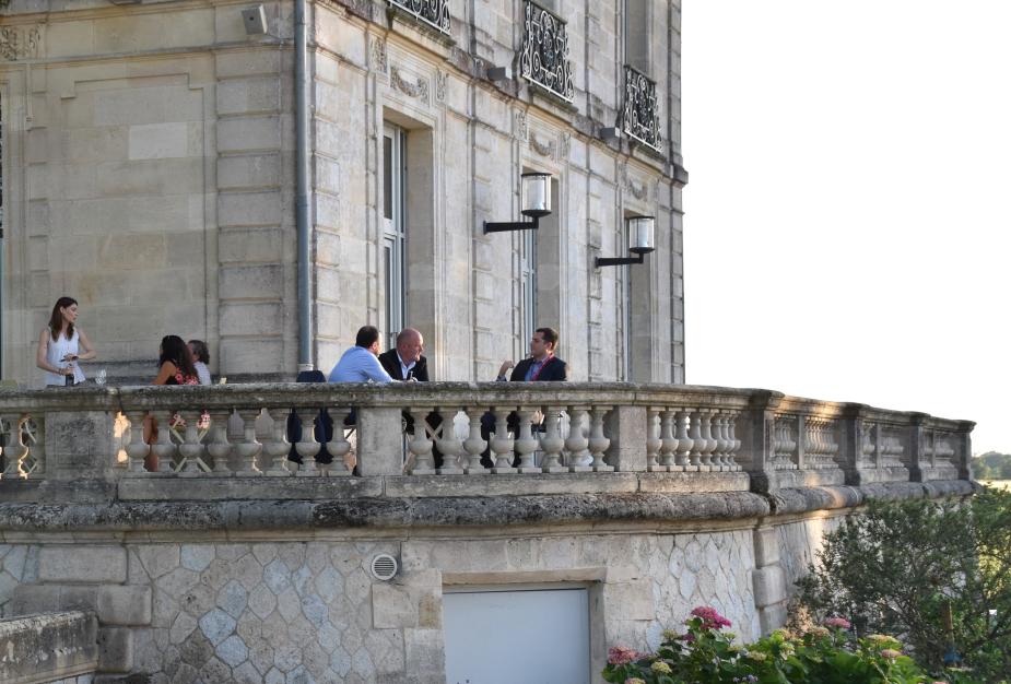 Restauration sur la terrasse du Château