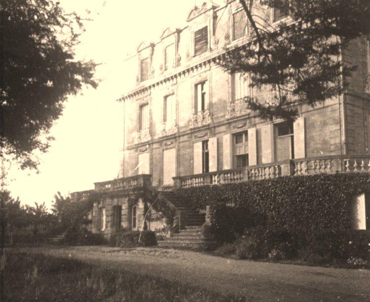 Photo ancienne de 1927 : façade ouest du château Grattequina