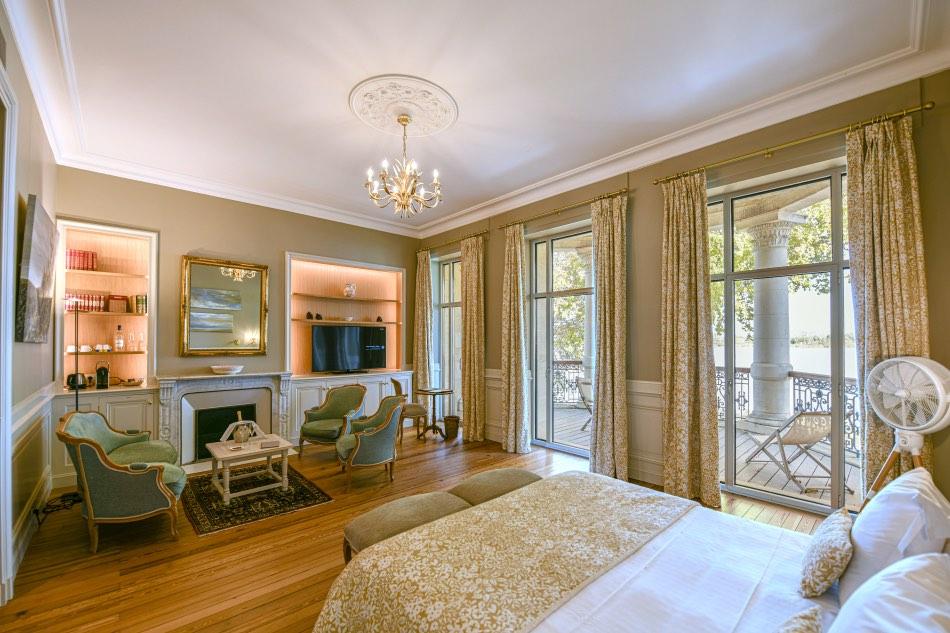 Suite luxueuse de l'hôtel-château 4* près de Bordeaux